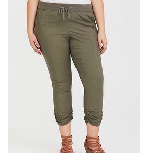 🌾Torrid olive green poplin crop pants NWT size 16